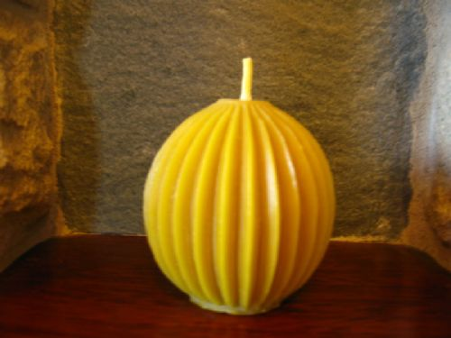 Handmade Pure Beeswax Fluted Ball Candle 7.5Cm (Free Shipping UK)